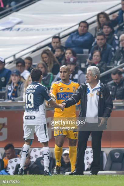 Ricardo Ferretti coach of Tigres shake hands with Neri Cardozo of Monterrey during the second leg of the Torneo Apertura 2017 Liga MX final between...