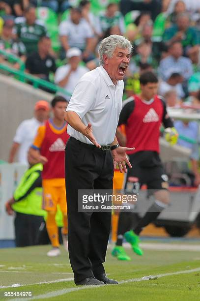 Ricardo Ferretti coach of Tigres shots instructions to his players during the quarter finals second leg match between Santos Laguna and Tigres UANL...