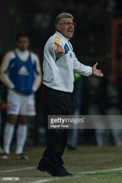 Ricardo Ferretti coach of Tigres shouts instructions during a semifinal first leg match between Toluca and Tigres UANL as part of the Apertura 2014...