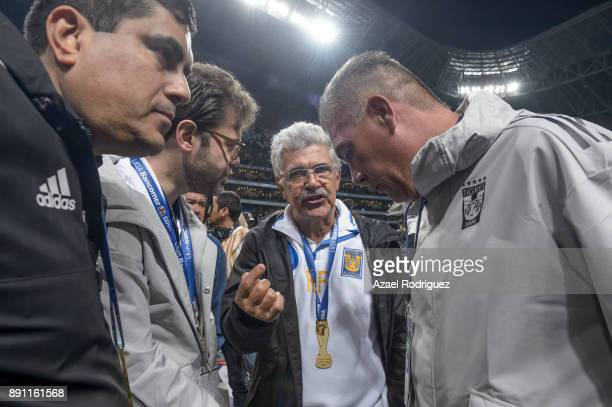 Ricardo Ferretti coach of Tigres talks to his staff at the end of the second leg of the Torneo Apertura 2017 Liga MX final between Monterrey and...