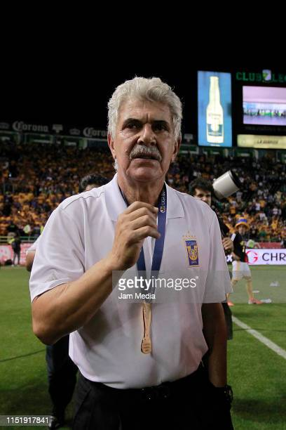 Ricardo Ferretti Head Coach of Tigres celebrate the Championship during the final second leg match between Leon and Tigres UANL as part of the Torneo...