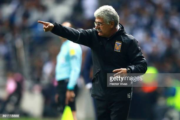 Ricardo Ferretti Head Coach of Tigres gives instructions to his players during the second leg of the Torneo Apertura 2017 Liga MX final between...
