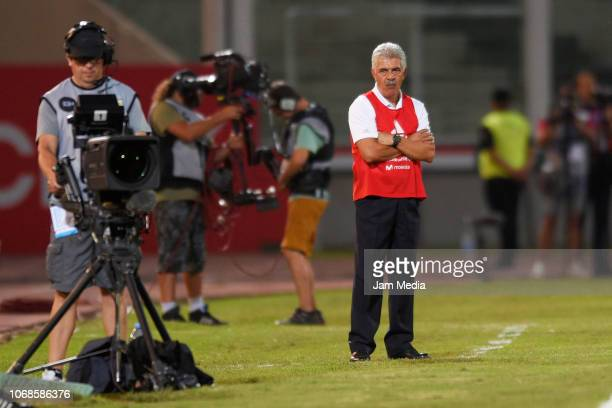 Ricardo Ferretti temporary coach of Mexico looks on during a friendly match between Argentina and Mexico at Mario Kempes Stadium on November 16 2018...