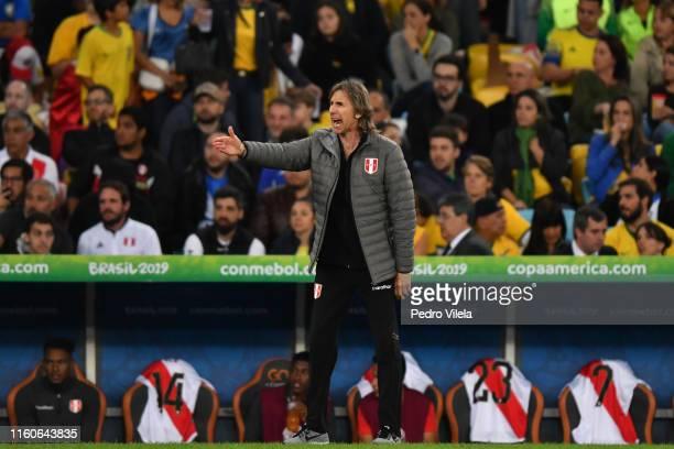 Ricardo Gareca coach of Peru gestures during the Copa America Brazil 2019 Final match between Brazil and Peru at Maracana Stadium on July 07, 2019 in...