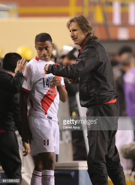 Ricardo Gareca coach of Peru gives instructions to his player Andy Polo during a match between Peru and Bolivia as part of FIFA 2018 World Cup...