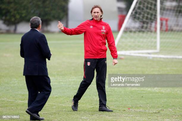 Ricardo Gareca coach of Peru is seen during a training session ahead of FIFA World Cup Russia 2018 on May 25 2018 in Lima Peru