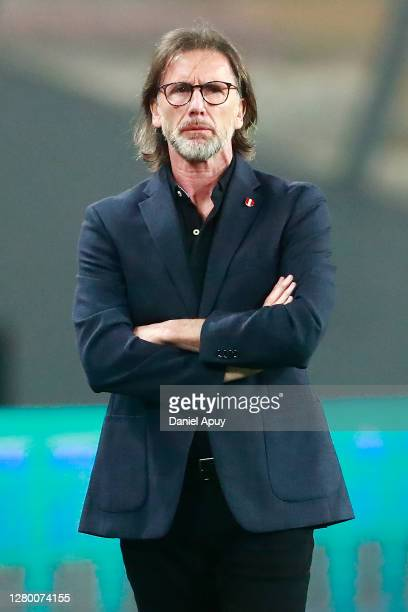 Ricardo Gareca Coach of Peru looks on during a match between Peru and Brazil as part of South American Qualifiers for Qatar 2022 at Estadio Nacional...