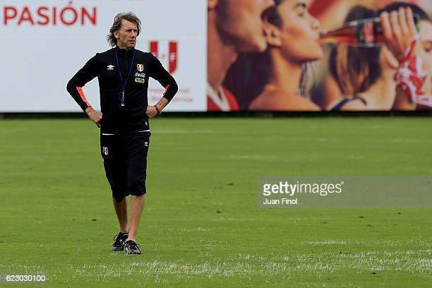 Ricardo Gareca coach of Peru looks on during a training session at Complejo Deportivo of the Peruvian Federation on November 13 2016 in Lima Peru