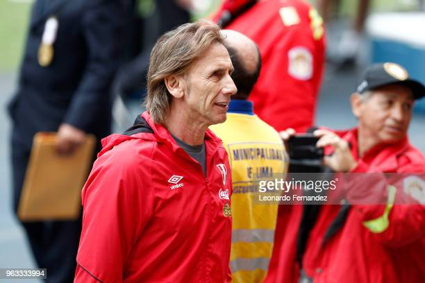 Ricardo Gareca coach of Peru looks on during an open training session ahead of FIFA World Cup Russia 2018 on May 26 2018 in Lima Peru