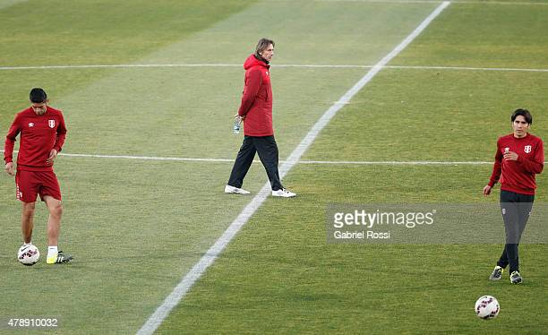 Ricardo Gareca, coach of Peru, observes his players during a field scouting prior to the semi final match against Chile at Nacional Stadium as part...