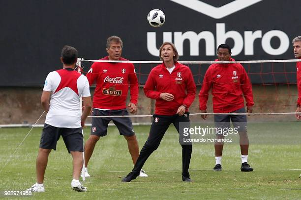 Ricardo Gareca coach of Peru play with his assistant coaches during a training session ahead of FIFA World Cup Russia 2018 on May 25 2018 in Lima Peru