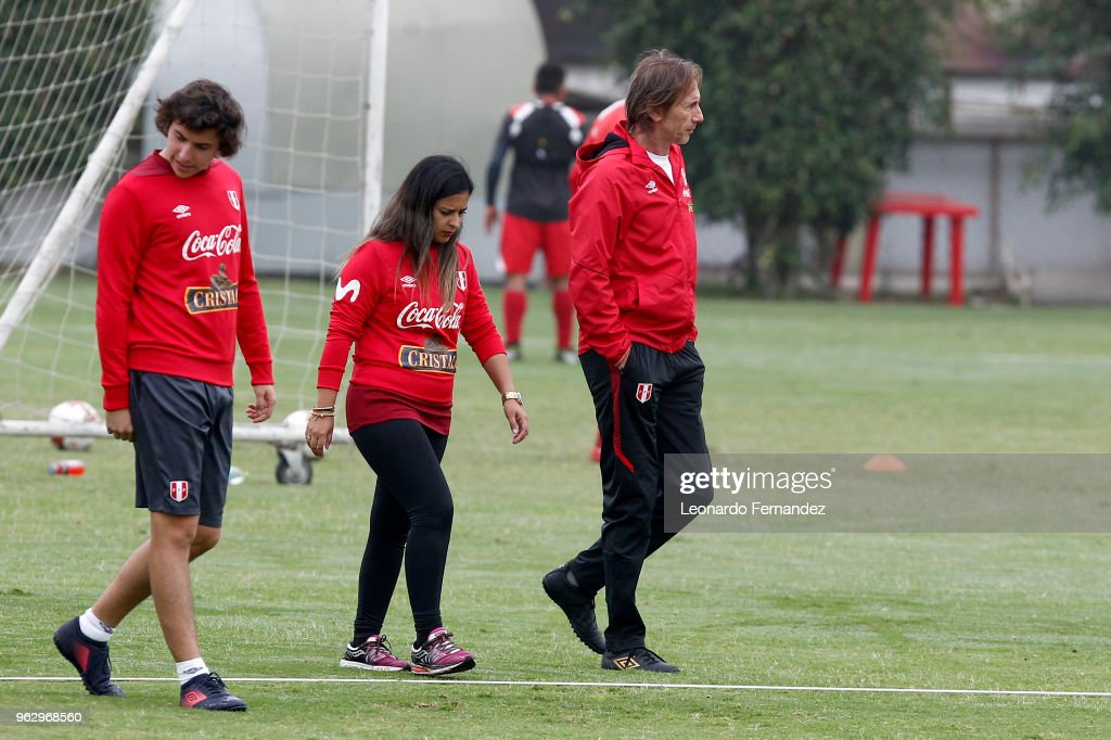 Ricardo Gareca coach of Peru (R) walks in the field during a training session ahead of FIFA World Cup Russia 2018 on May 25, 2018 in Lima, Peru.