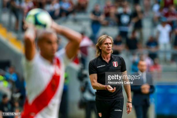 Ricardo Gareca head coach of Peru gives instructions to his players during the Copa America Brazil 2019 Group A match between Venezuela and Peru...
