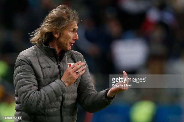 Ricardo Gareca head coach of Peru gives instructions to his players during the Copa America Brazil 2019 Semi Final match between Chile and Peru at...