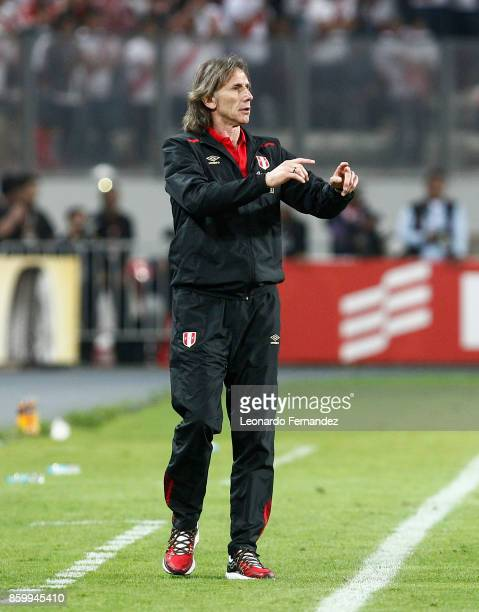 Ricardo Gareca head coach of Peru shouts instructions during match between Peru and Colombia as part of FIFA 2018 World Cup Qualifiers at National...