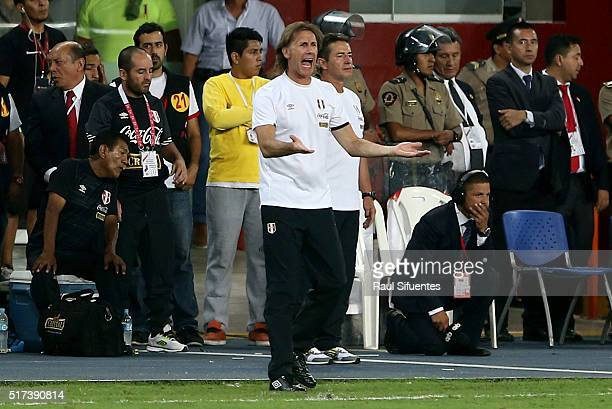 Ricardo Gareca head coach of Peru shouts instructions to his players during a match between Peru and Venezuela as part of FIFA 2018 World Cup...