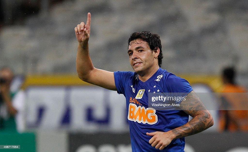 Cruzeiro v Criciuma - Brasileirao Series A 2014 : News Photo