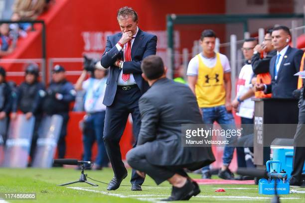 Ricardo La Volpe coach of Toluca gestures during the 9th round match between Toluca and Morelia as part of the Torneo Apertura 2019 Liga MX at...