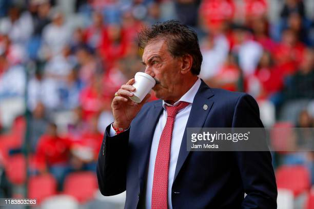 Ricardo La Volpe Head Coach of Toluca drinks during the 15th round match between Toluca and Pachuca as part of the Torneo Apertura 2019 Liga MX at...