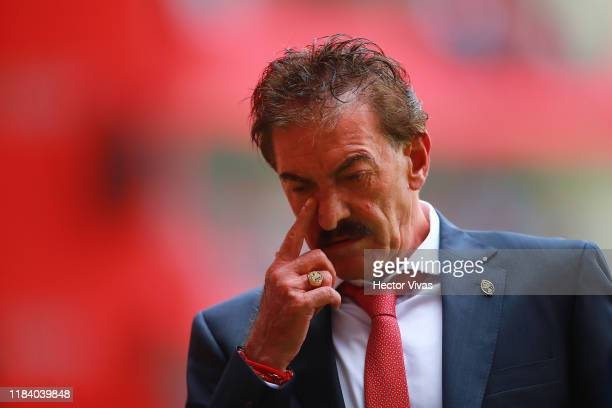 Ricardo La Volpe Head Coach of Toluca gestures during the 15th round match between Toluca and Pachuca as part of the Torneo Apertura 2019 Liga MX at...