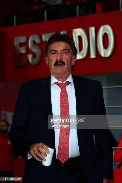 Ricardo La Volpe Head Coach of Toluca gestures prior the 11th round match between Toluca and Atletico San Luis as part of the Torneo Apertura 2019...