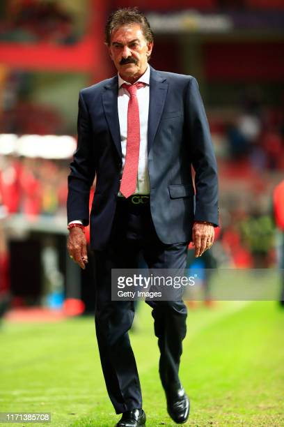 Ricardo La Volpe Head Coach of Toluca leaves the field after the 11th round match between Toluca and Atletico San Luis as part of the Torneo Apertura...