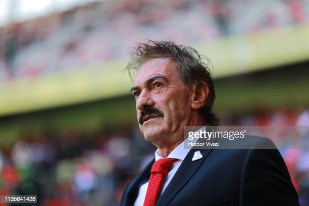 Ricardo La Volpe Head Coach of Toluca looks on during the 13th round match between Toluca and Monterrey as part of the Torneo Clausura 2019 Liga MX...
