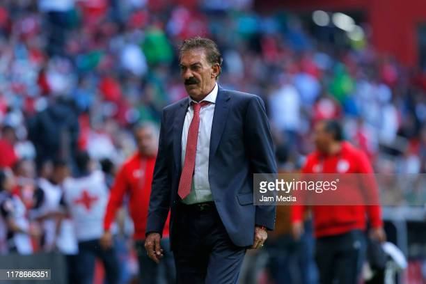 Ricardo La Volpe Head Coach of Toluca looks on during the match between Toluca and Veracruz as part of the Copa MX 201920 at Nemesio Diez Stadium on...