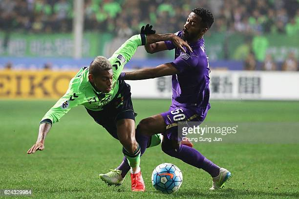 Ricardo Lopes of Jeonbuk Hyundai Motor competes for the ball with Mohammed Fayex of Al Ain during the AFC Champions League Final 2016 1st leg match...
