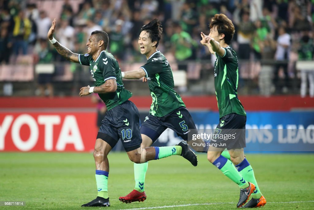 Ricardo Lopes (L) of Jeonbuk Hyundai Motors celebrates scoring the opening goal with his team mates during the AFC Champions League Round of 16 second leg match between Jeonbuk Hyundai Motors and Buriram United at Jeonju World Cup Stadium on May 15, 2018 in Jeonju, South Korea.