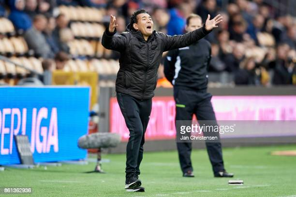 Ricardo Moniz head coach of Randers FC gives instructions during the Danish Alka Superliga match between FC Nordsjalland and Randers FC at Right to...
