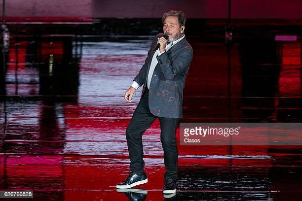 Ricardo Montaner performs at Auditorio Nacional on November 29 2016 in Mexico City Mexico