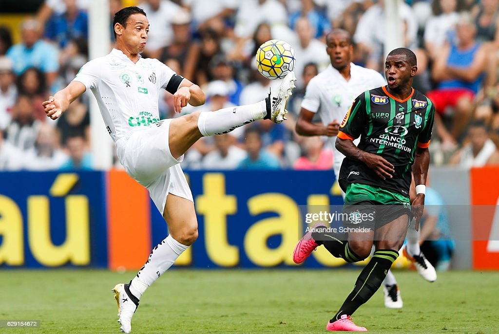 Ricardo Oliveira (L) of Santos in action during the match between Santos and America MG for the Brazilian Series A 2016 at Vila Belmiro stadium on December 11, 2016 in Sao Paulo, Brazil.
