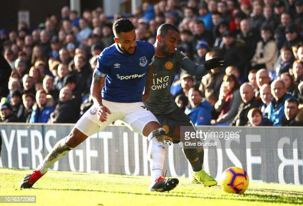 Ricardo Pereira of Leicester City and Theo Walcott of Everton during the Premier League match between Everton FC and Leicester City at Goodison Park...
