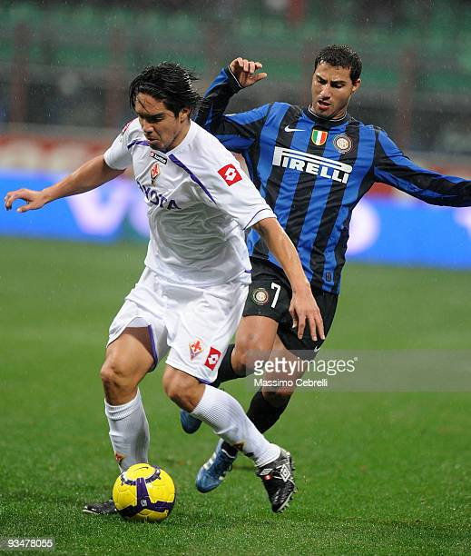 Ricardo Quaresma of FC Inter Milan battles for the ball against Juan Manuel Vargas of ACF Fiorentina during the Serie A match between FC Inter Milan...