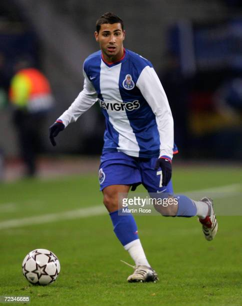 Ricardo Quaresma of Porto runs with the ball during the UEFA Champions League Group G match between Hamburger SV and FC Porto at the AOL Arena on...