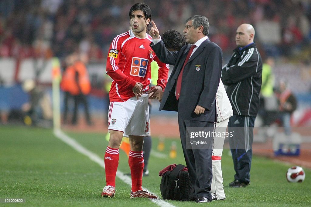 Ricardo Rocha and coach Fernando Santos during the Portuguese Bwin League match between Academica de Coimbra and Benfica, January 15, 2007.