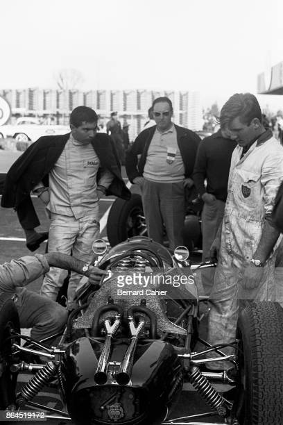 Ricardo Rodriguez LotusClimax 24 Grand Prix of Mexico Autodromo Hermanos Rodriguez Magdalena Mixhuca 11 April 1962 Ricardo Rodriguez in the pits...