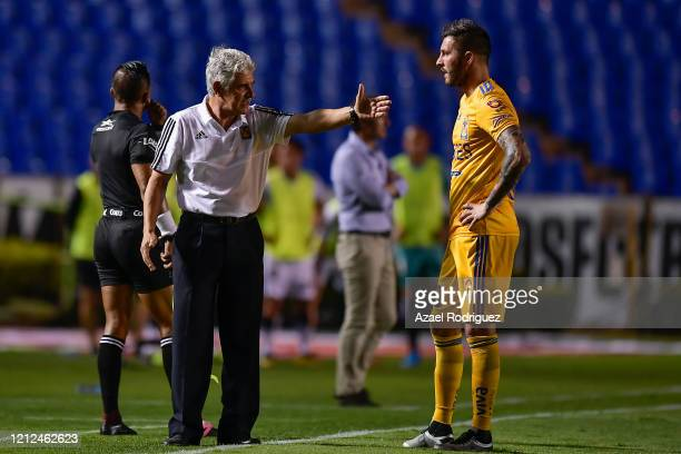 Ricardo 'Tuca' Ferretti coach of Tigres talks to AndrePierre Gignac during the 10th round match between Tigres UANL and FC Juarez as part of the...