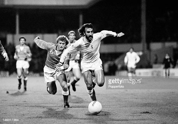 Ricardo Villa of Tottenham Hotspur moves away from Wim Jansen of Ajax Amsterdam during the European Cup Winners Cup 1st round 2nd leg at White Hart...