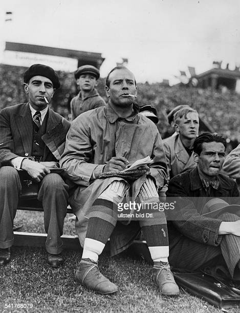 Ricardo ZAMORA Spanish football goalkeeper friendly game in Cologne Germany vs Spain 12 substitute Zamora smoking May 12 1935