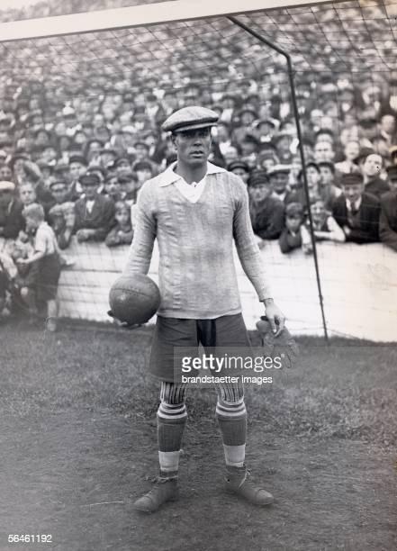 Ricardo Zamorra goalkeepinglegend of World Cup 1934 Photography 1936 [Ricardo Zamorra Torwartlegende WMTeilnehmer 1934 Photographie 1936]