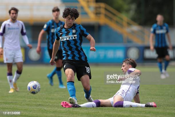 Riccardo Boscolo Chio of FC Internazionale is challenged by Filippo Frison of ACF Fiorentina during the Primavera 1 TIM match between FC...