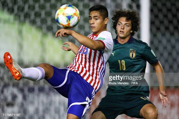 Riccardo Boscolo of Italy struggles for the ball with Basilio Duarte of Paraguay during the FIFA U17 Men's World Cup Brazil 2019 group F match...