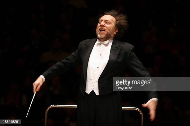 """Riccardo Chailly conducts the Leipzig Gewandhaus Orchestra in Richard Strauss's """"Don Juan"""" at Carnegie Hall on Monday night, March 5, 2007."""