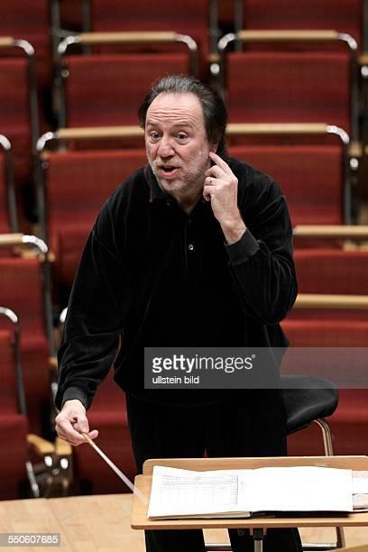 Riccardo Chailly leitet die Wiener Philharmoniker Philharmonie Köln
