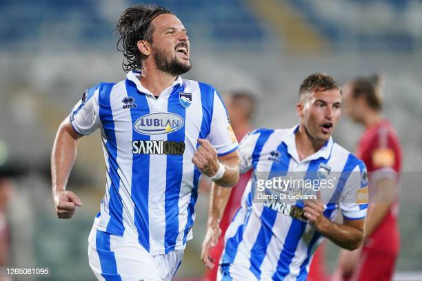 Riccardo Maniero of Pescara Calcio celebrates after scoring a goal during the serie B Play-Out first leg match between Pescara Calcio and AC Perugia...