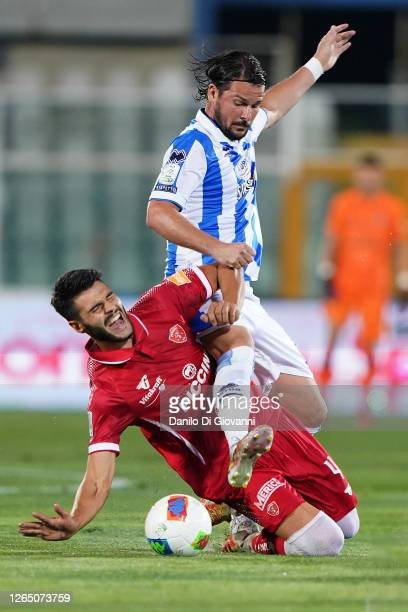 Riccardo Maniero of Pescara Calcio fight for the ball with Marco Carraro of AC Perugiaduring the serie B Play-Out first leg match between Pescara...
