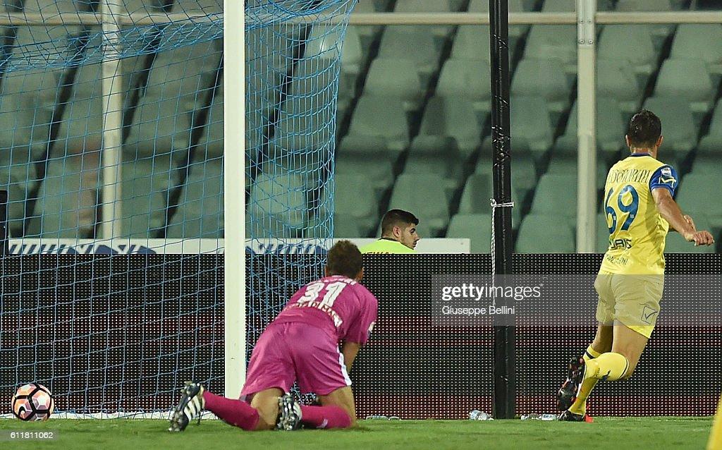 Riccardo Meggiorini of AC Chievo Verona scores the opening goal during the Serie A match between Pescara Calcio and AC Chievo Verona at Adriatico Stadium on October 1, 2016 in Pescara, Italy.
