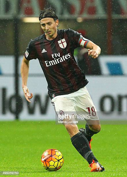 Riccardo Montolivo of AC Milan in action during the Serie A match between AC Milan and AC Chievo Verona at Stadio Giuseppe Meazza on October 28 2015...